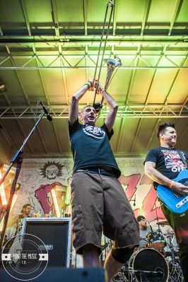 05 Less Than Jake-Outdoor-5